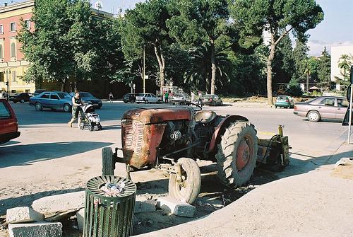 Tractor albanez