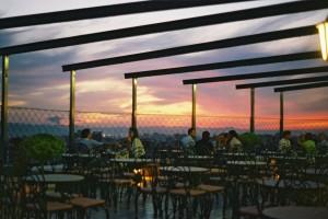 Restaurant la ultimul etaj, in Tirana