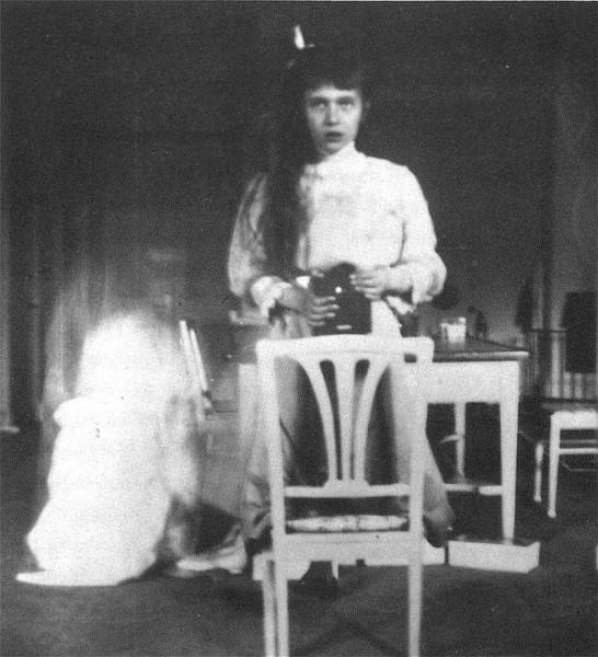 Marea Ducesă Anastasia Nikolaevna, în 1914. Fotografie în oglindă