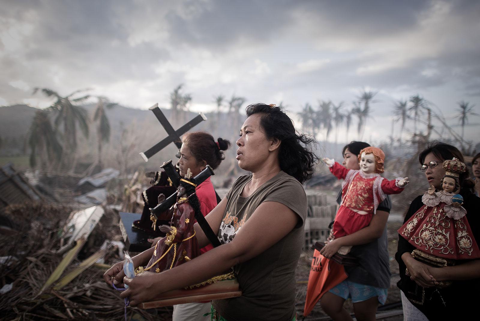 Philippe Lopez - locul I, Spot News Singles: Filipine, supraviețuitori după Taifunul Hayan