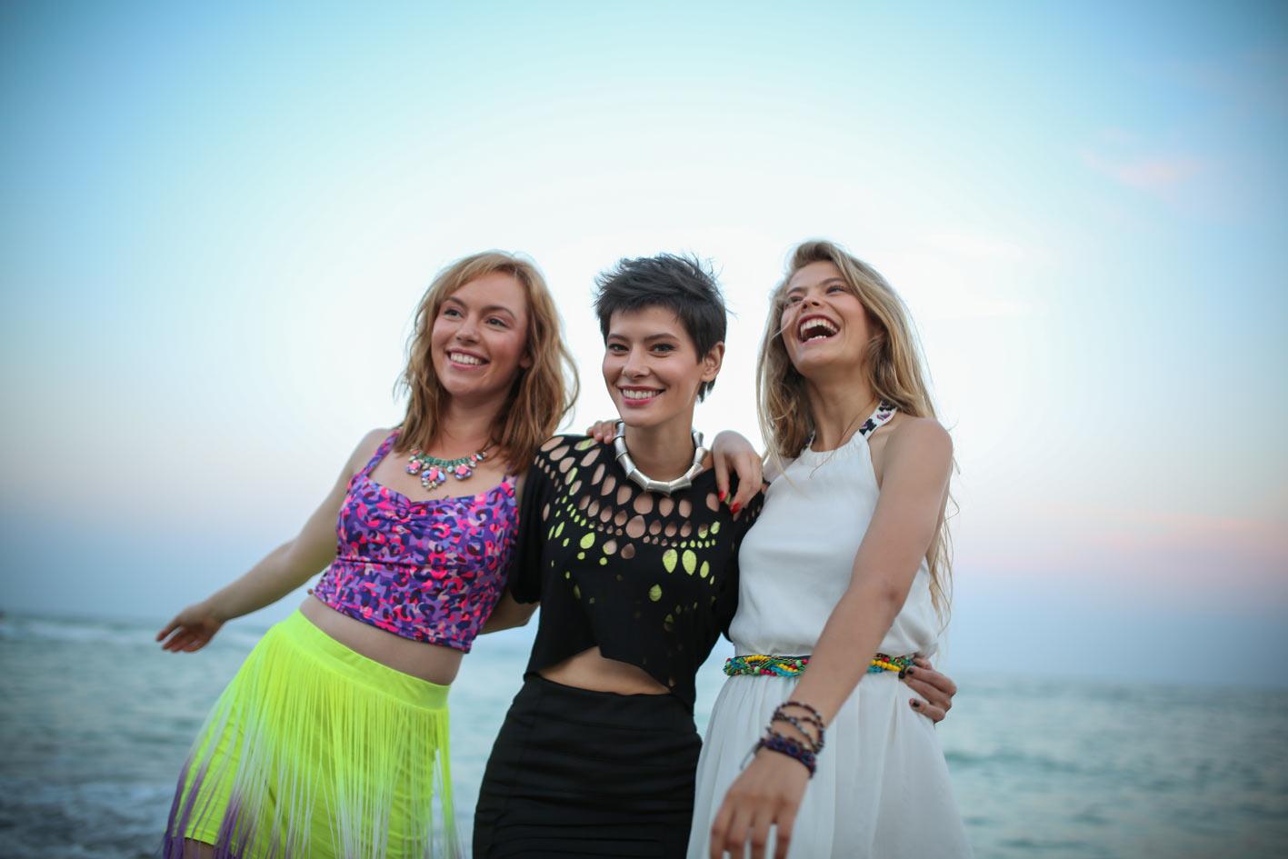 Grasa (Roxana - Olimpia Melinte), Panarama (Yasmine - Crina Semciuc și Tocilara (Ana - Flavia Hojda. Niciuna chiar atât de grasă, panaramă și tocilară, de fapt